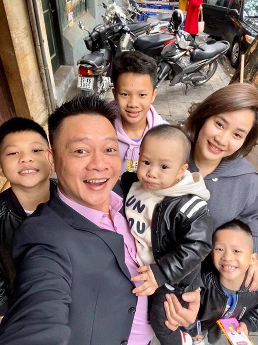 """BTV Quang Minh khoe ảnh gia đình """"tứ quý"""", vợ anh được dân mạng """"phục sát đất"""" - Ảnh 5"""