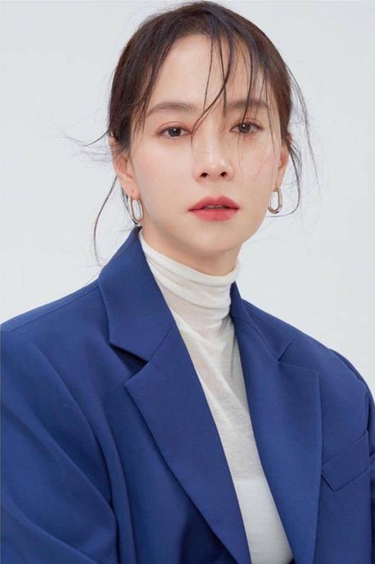 """Song Ji Hyo khiến dân tình """"xỉu ngang xỉu dọc"""" khi để mái thưa đẹp như thiếu nữ dù đã ngấp nghé 40 - Ảnh 3"""