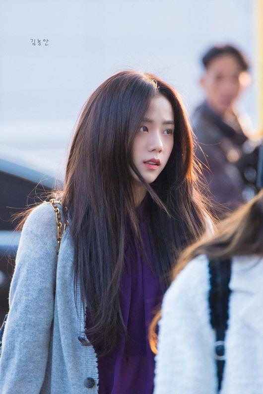 """Jisoo (BlackPink) đột nhiên khiến dân tình mê mẩn với loạt ảnh """"đẹp đến từng cọng tóc"""" - Ảnh 5"""