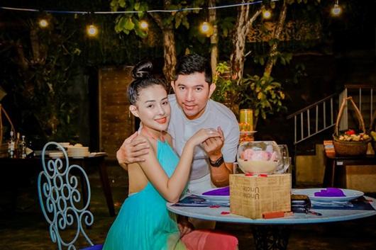 Sau màn cầu hôn bất thành, Ngân 98 và Lương Bằng Quang lại ôm ấp phản cảm trên livestream - Ảnh 3