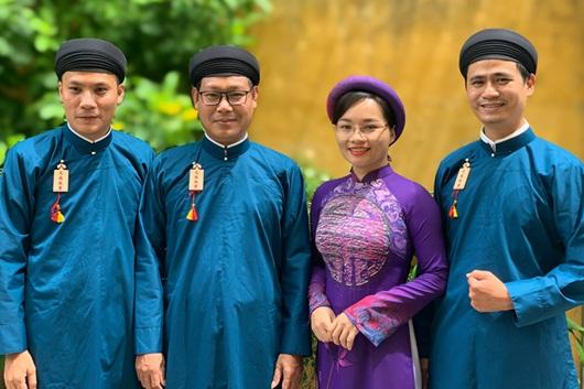 Chùm ảnh: Nam công chức ngành văn hóa Huế mặc áo dài truyền thống đến công sở - Ảnh 6