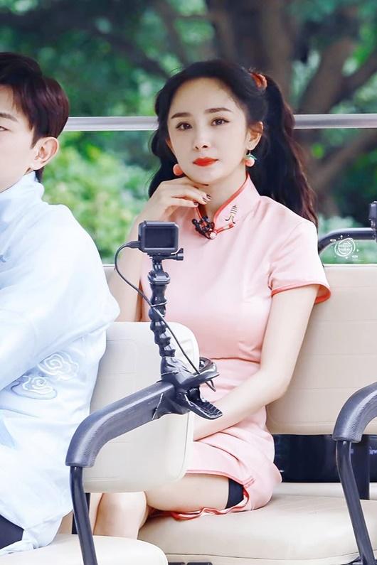 Kiểu tóc tưởng chỉ dành cho bé gái được sao nữ Hoa - Hàn đua nhau diện, xinh xắn không phân thắng bại - Ảnh 2