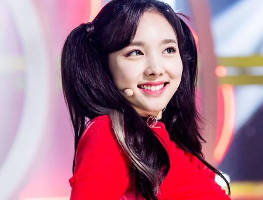 Kiểu tóc tưởng chỉ dành cho bé gái được sao nữ Hoa - Hàn đua nhau diện, xinh xắn không phân thắng bại - Ảnh 7