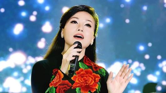 """Hoàng Châu tiết lộ lý do từ bỏ sự nghiệp ở Mỹ cùng nghệ danh Yến Khoa thời """"Mưa bụi"""" - Ảnh 4"""