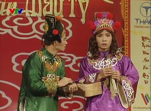 """Điểm lại trang phục """"7 sắc cầu vồng"""" nhìn hoa mắt của cô Đẩu điệu nhất Táo Quân suốt 16 năm qua - Ảnh 5"""