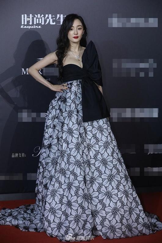 Trang phục xấu nhất 2020 của sao nữ Hoa ngữ: Kim Ưng buồn của Tống Thiến, Dương Mịch cũng có lúc sai lầm - Ảnh 2