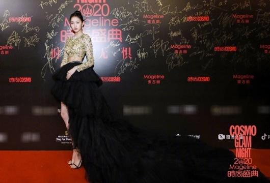 Trang phục xấu nhất 2020 của sao nữ Hoa ngữ: Kim Ưng buồn của Tống Thiến, Dương Mịch cũng có lúc sai lầm - Ảnh 5