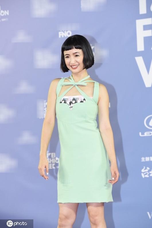 Trang phục xấu nhất 2020 của sao nữ Hoa ngữ: Kim Ưng buồn của Tống Thiến, Dương Mịch cũng có lúc sai lầm - Ảnh 7