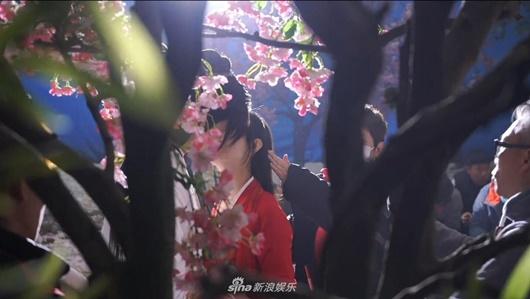 """Hậu trường cảnh hôn """"ngọt hơn phim"""" của Triệu Lệ Dĩnh và Vương Nhất Bác, fan """"ghen tỵ"""" nhưng vẫn tua đi tua lại - Ảnh 6"""