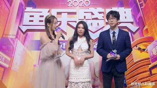 """Nữ streamer xinh đẹp gợi cảm nhất nhì Douyu """"gặp hạn"""" chỉ vì một lần lên nhận thưởng - Ảnh 3"""