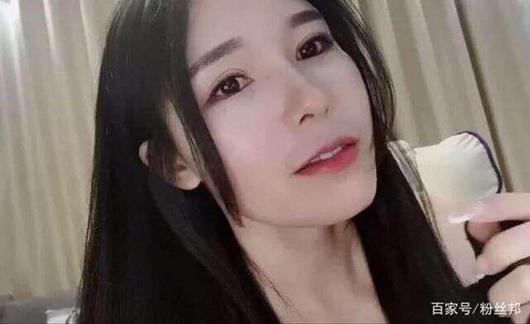 """Nữ streamer xinh đẹp gợi cảm nhất nhì Douyu """"gặp hạn"""" chỉ vì một lần lên nhận thưởng - Ảnh 4"""