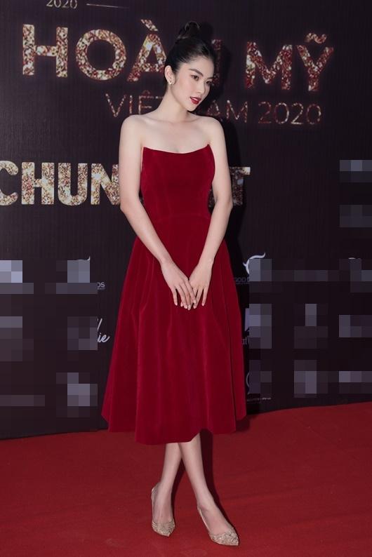 Nam Anh - Nam Em diện váy đỏ rực đối lập Trà Ngọc Hằng đầm đen huyền bí - Ảnh 5