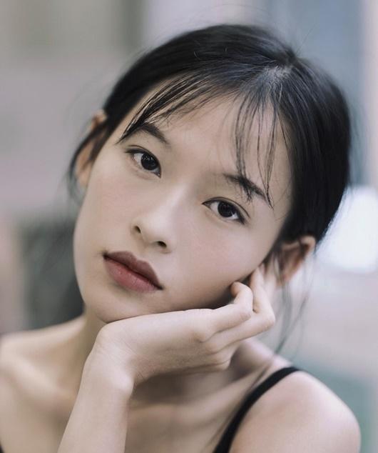 Người mẫu Việt được báo Trung đưa tin tới tấp, cộng đồng mạng xôn xao vì quá giống Chương Tử Di - Ảnh 6