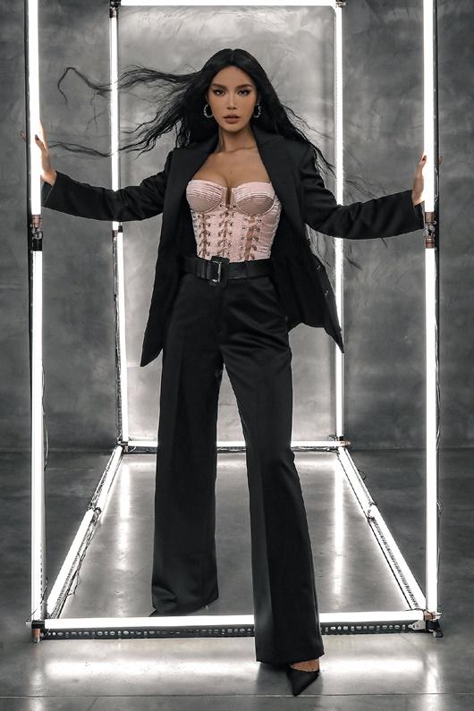 Minh Tú hóa thân búp bê Barbie, khẳng định năm 2020 thành công dù bị kẹt ở Bali 5 tháng - Ảnh 1
