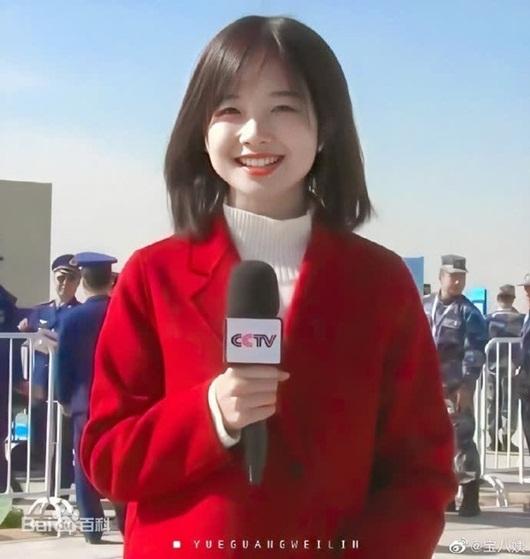 """Nữ phóng viên CCTV nhan sắc ngọt ngào, hút lượng xem """"khủng"""" trong lần đầu livestream - Ảnh 1"""