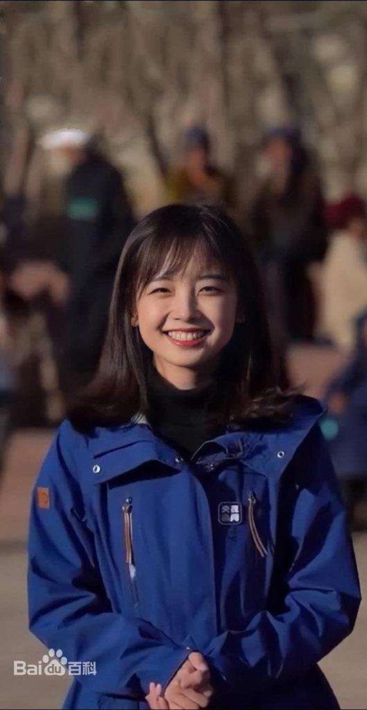 """Nữ phóng viên CCTV nhan sắc ngọt ngào, hút lượng xem """"khủng"""" trong lần đầu livestream - Ảnh 7"""