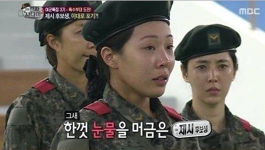 """Mặt mộc idol Kpop tham gia """"Sao Nhập Ngũ"""": Người được khen hết lời, kẻ khiến fan giật mình - Ảnh 7"""