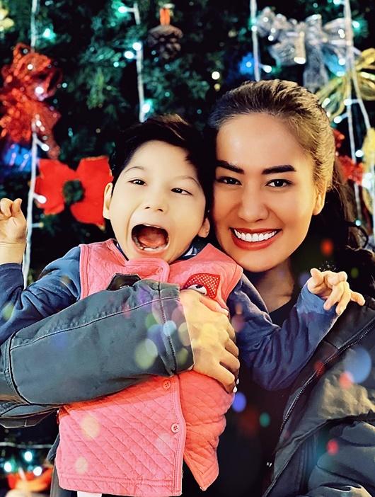 """Diễn viên Minh Cúc tâm sự cuối năm: Dành tất cả cho con và """"cháy"""" hết mình với đam mê diễn xuất - Ảnh 1"""