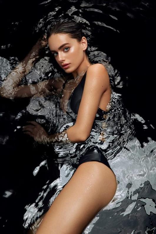 Cận cảnh nhan sắc thiên thần và body nóng bỏng của người mẫu đẹp nhất thế giới - Ảnh 9