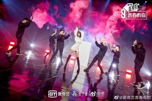 """Điều khiến Lisa leo thẳng top 1 hotsearch Weibo sau khi """"Thanh xuân có bạn 3"""" rục rịch trở lại - Ảnh 6"""