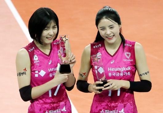 """Vẻ đẹp của cặp chị em sinh đôi từng là """"nữ thần bóng chuyền"""" Hàn Quốc nhưng bị tẩy chay vì bê bối - Ảnh 1"""