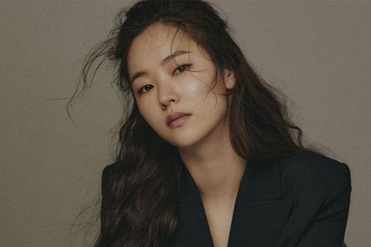 Người tình màn ảnh mới của Song Joong Ki: Đẹp lạ, thần thái sang chảnh hết nấc - Ảnh 3