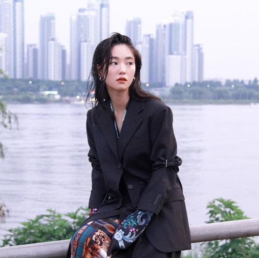 Người tình màn ảnh mới của Song Joong Ki: Đẹp lạ, thần thái sang chảnh hết nấc - Ảnh 4