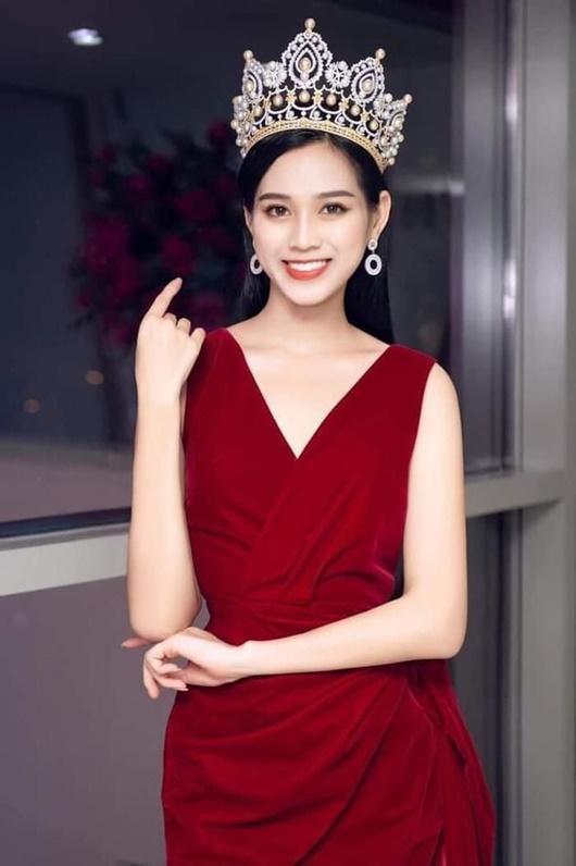 Đỗ Thị Hà có cả tá trang phục khoe dáng nhưng sau tất cả, váy đỏ mới là chân ái - Ảnh 3