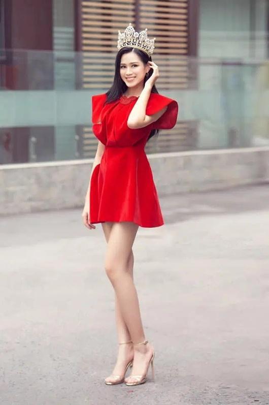 Đỗ Thị Hà có cả tá trang phục khoe dáng nhưng sau tất cả, váy đỏ mới là chân ái - Ảnh 5