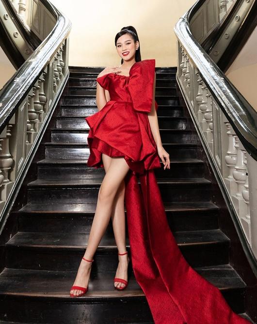 Đỗ Thị Hà có cả tá trang phục khoe dáng nhưng sau tất cả, váy đỏ mới là chân ái - Ảnh 8