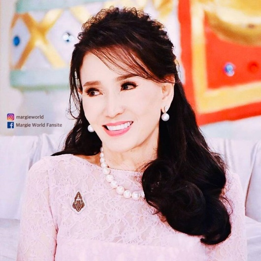 Vẻ trẻ đẹp khó tin ở tuổi 74 của Hoa hậu Hoàn vũ Thái Lan khiến dân mạng choáng váng - Ảnh 5