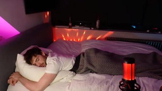 """""""Việc nhẹ lương cao"""": Thanh niên kiếm 3.000USD/tuần nhờ livestream trong lúc ngủ - Ảnh 1"""