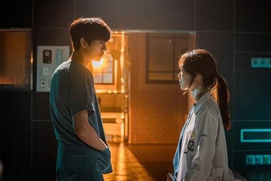 Những cặp đôi đẹp nhất màn ảnh Hàn Quốc năm 2020: Hyun Bin - Son Ye Jin không thể vắng mặt - Ảnh 2