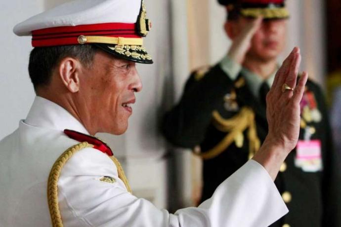 Báo Thái Lan chuyển sang màu đen trắng để tang Quốc vương - Ảnh 2