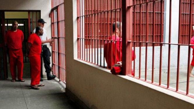Bạo loạn ở nhà tù Brazil, 25 người thiệt mạng - Ảnh 1