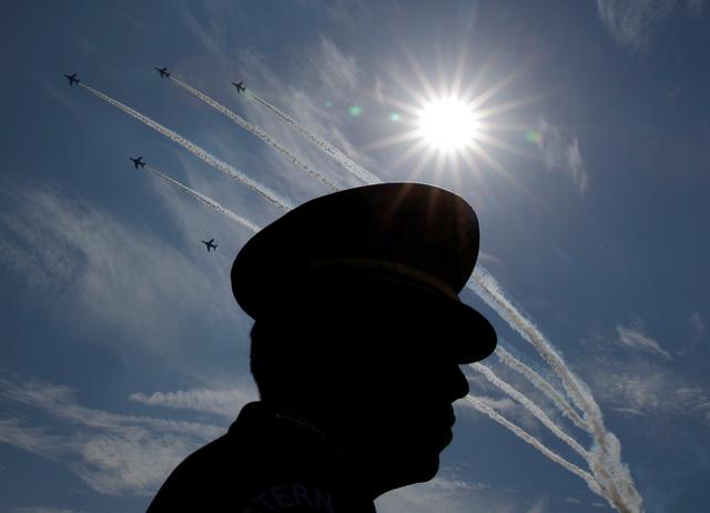 Quân đội Nhật Bản duyệt binh, nhận nhiệm vụ mới từ Thủ tướng - Ảnh 3