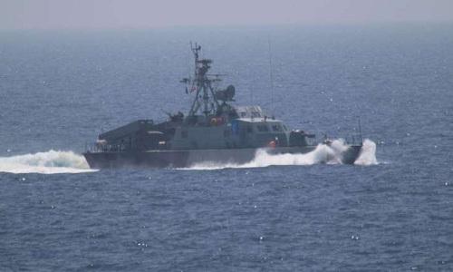 Tàu chiến Iran bị cáo buộc chĩa vũ khí vào trực thăng Mỹ - Ảnh 1