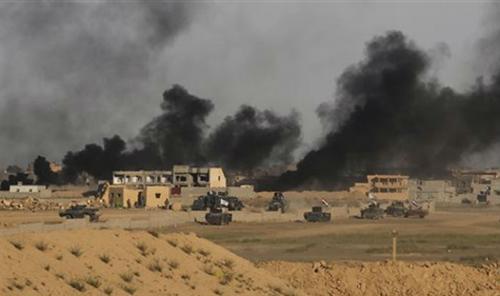 Iraq: Ba xe bom IS lao vào đám đông, ít nhất 25 người thiệt mạng - Ảnh 1