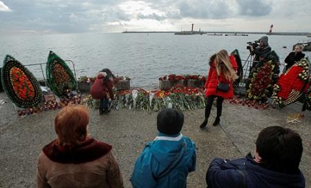 Vụ máy bay Tu-154 rơi ở Biển Đen: Trục vớt phần thân, chưa tìm thấy hộp đen - Ảnh 2