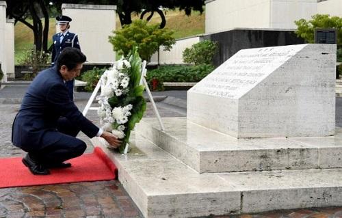 Nhật Bản: Thủ tướng thăm đài tưởng niệm Hawaii trước khi đến Trân Châu Cảng - Ảnh 1