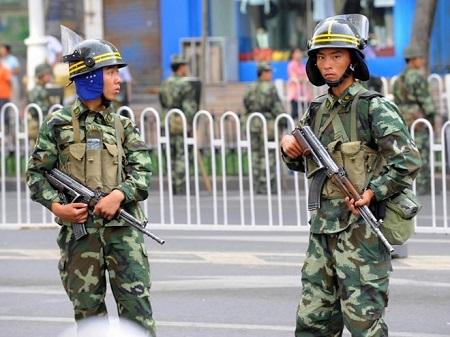 Trung Quốc: Tấn công khủng bố ở Tân Cương, 5 người thiệt mạng - Ảnh 1