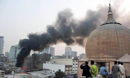 Cháy khách sạn tại Pakistan, ít nhất 80 người thương vong - Ảnh 1