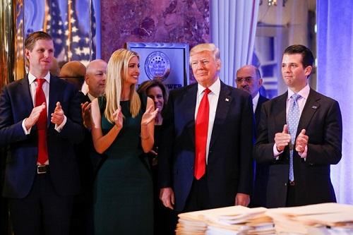 Hàng loạt nghị sĩ đảng Dân chủ tẩy chay lễ nhậm chức của Trump - Ảnh 1