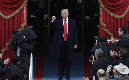 Lịch trình ba ngày đầu tiên làm việc của Tổng thống Donald Trump - Ảnh 1