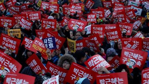 Nửa triệu người Hàn Quốc biểu tình đòi lập tức thay thế Tổng thống Park Geun-hye - Ảnh 1