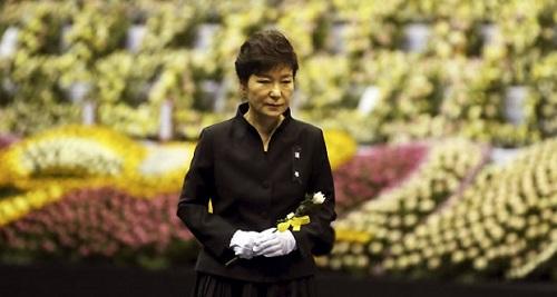 Bà Park Geun-hye bị nghi ngờ nói dối về thảm kịch chìm phà Sewol - Ảnh 1