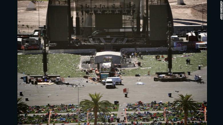 Phát hiện 18 súng trường, thuốc nổ, hàng nghìn băng đạn tại nhà kẻ xả súng ở Las Vegas - Ảnh 2