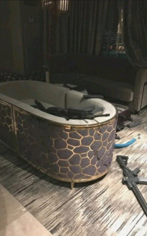 """Hình ảnh vũ khí bên trong phòng khách sạn của """"kẻ trút mưa đạn"""" tại Las Vegas - Ảnh 3"""