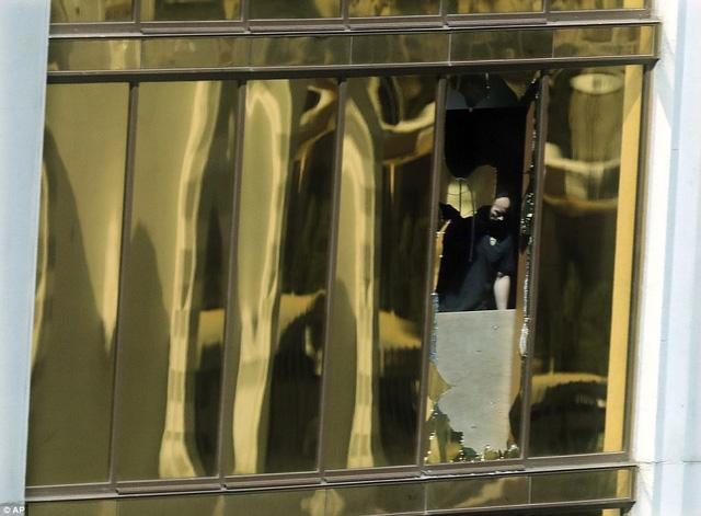 """Hình ảnh vũ khí bên trong phòng khách sạn của """"kẻ trút mưa đạn"""" tại Las Vegas - Ảnh 6"""