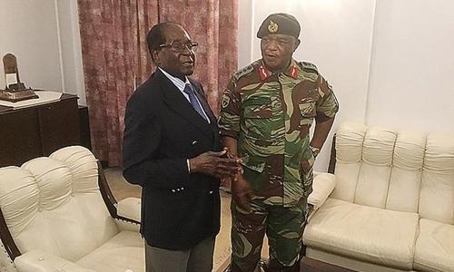Hình ảnh đầu tiên của tổng thống Zimbabwe sau khi bị quản thúc - Ảnh 4